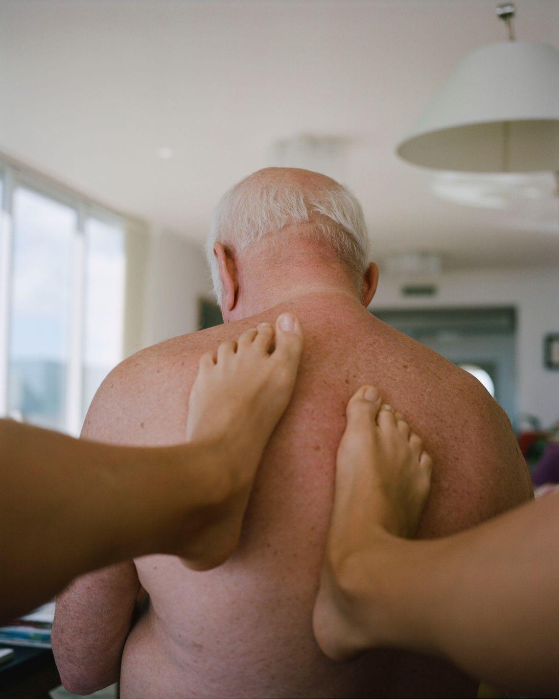 47-sashaarutyunova-massaginggrandpasbackpomanobeach